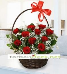 Çiçek Sepeti İçerisinde Kırmızı Güller